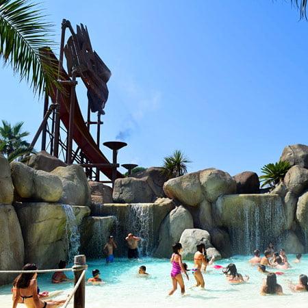 scenografie cascate piscina