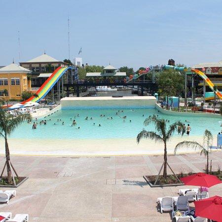 piscina con onde