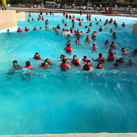 piscina con onde artificiali