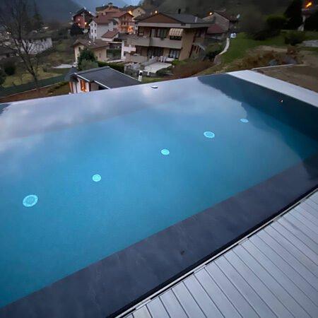 piscina interrata a sfioro